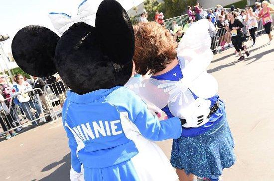 Suspensas corridas na Disneyland em 2018