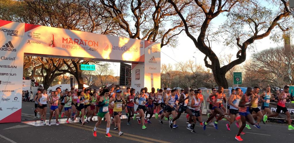 Maratona de Buenos Aires: o queniano Evans Chebet bateu recorde e os argentinos brilharam em uma prova histórica.